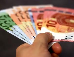 Geldschein in Orange Zaubertrick